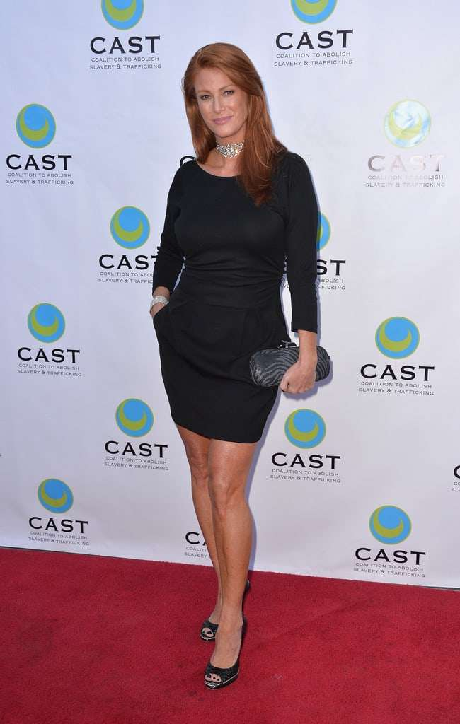 Angie Everhart Sexiest Pictures (41 Photos)