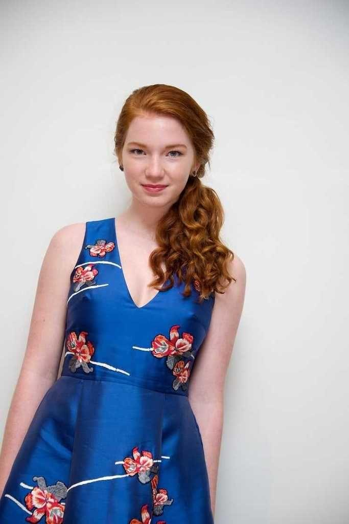 Annalise Basso Hottest Pictures (41 Photos)