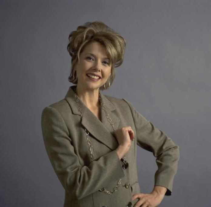 Annette Bening Sexiest Pictures (41 Photos)