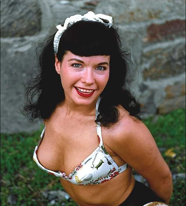 Bettie Page Sexiest Pictures (41 Photos)