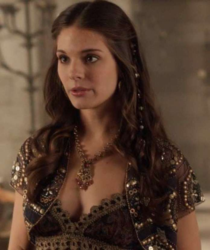 Caitlin Stasey Hottest Pictures (41 Photos)