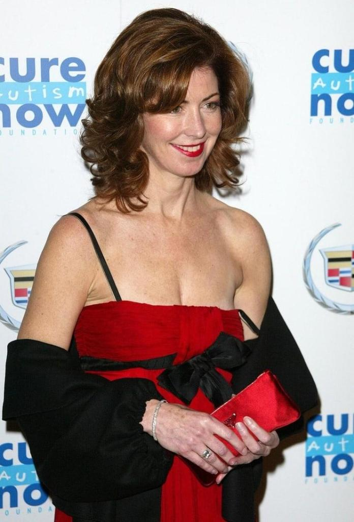 Dana Delany Sexiest Pictures (41 Photos)