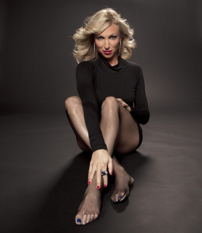 Debbie Gibson Sexiest Pictures (41 Photos)