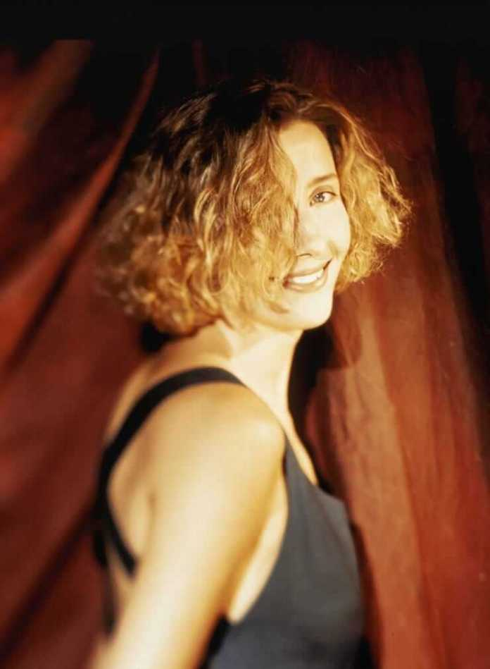 Emma Thompson Sexiest Pictures (41 Photos)