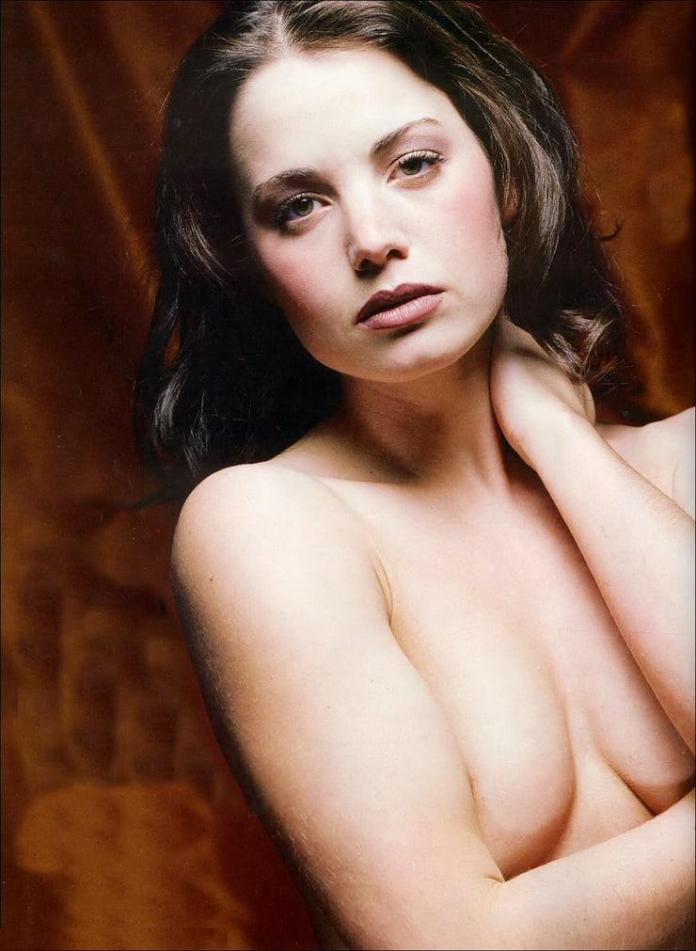 Erica Durance Hottest Pictures (41 Photos)