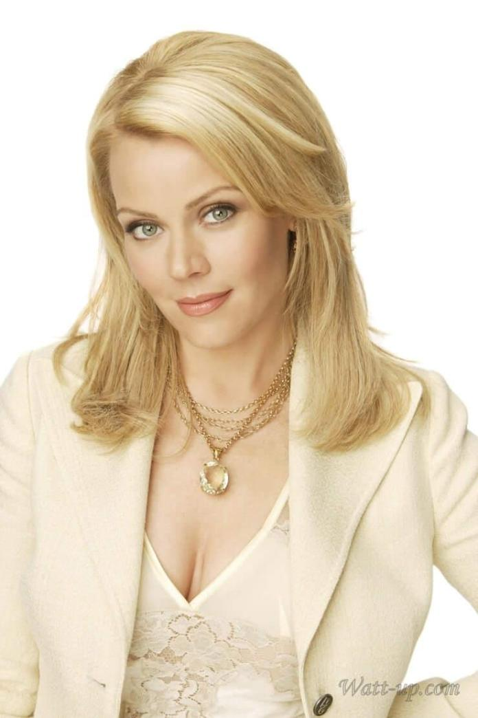 Gail O'Grady Sexiest Pictures (41 Photos)