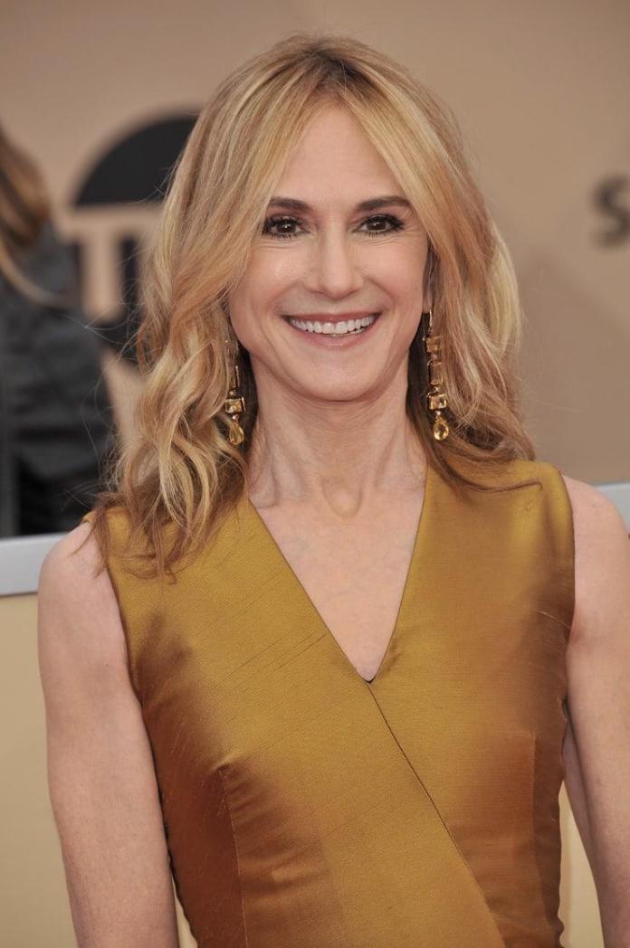 Holly Hunter Hottest Pictures (41 Photos)