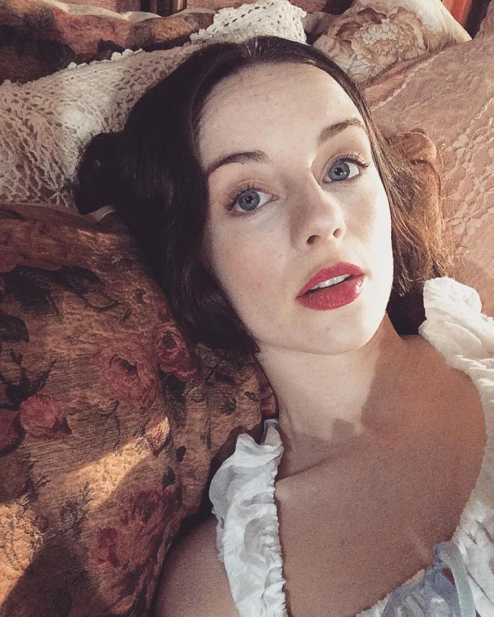 Kacey Rohl Sexiest Pictures (41 Photos)