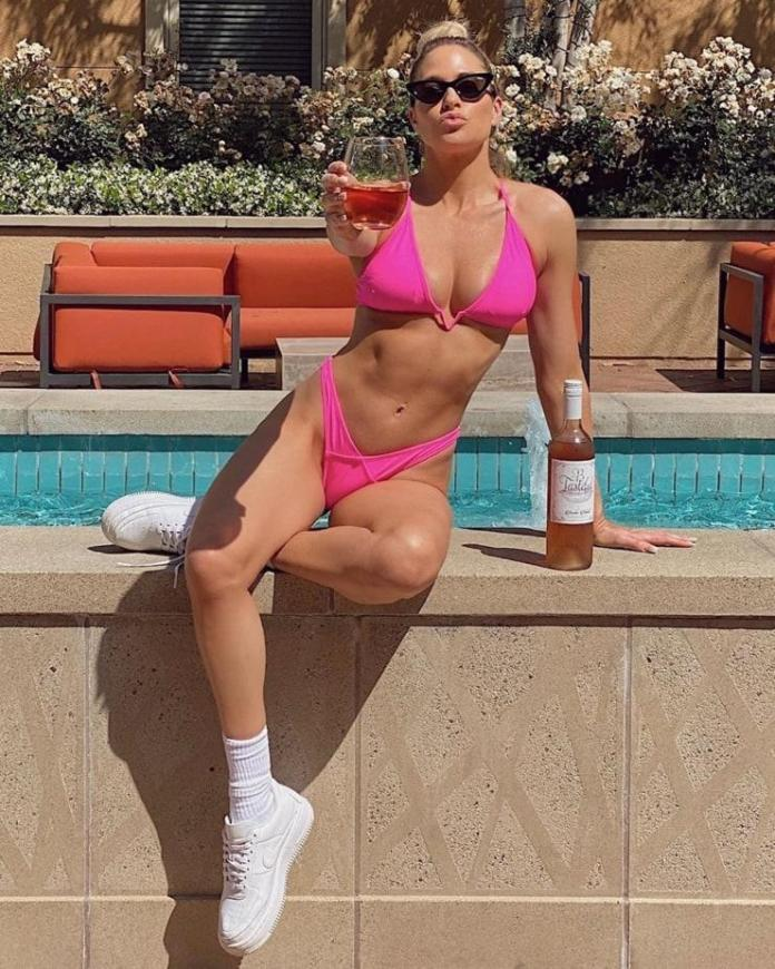 Kelly Kelly Hottest Pictures (41 Photos)