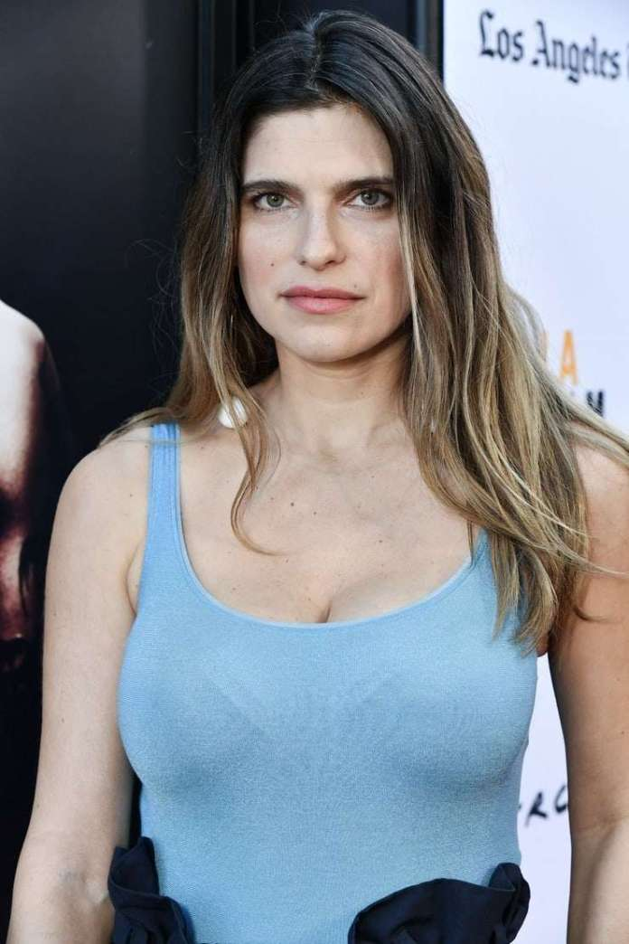 Lake Bell Sexiest Pictures (41 Photos)