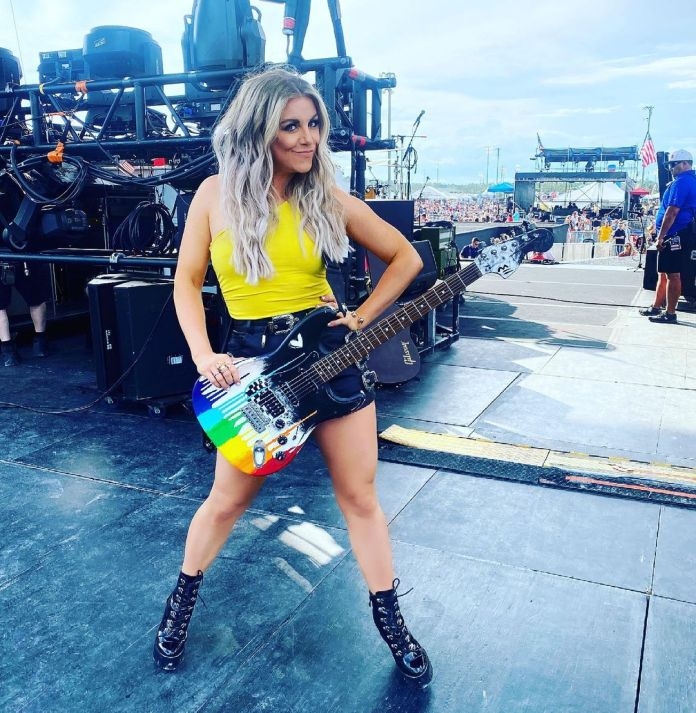 Lindsay Ell Hottest Pictures (40 Photos)