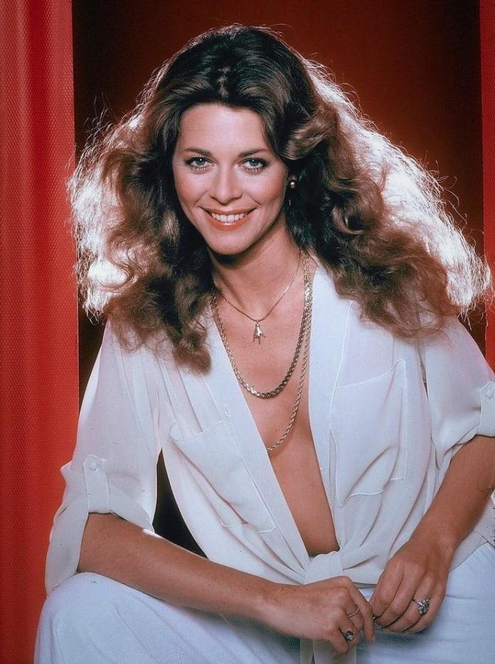 Lindsay Wagner Sexiest Pictures (41 Photos)