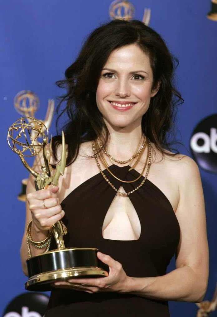 Mary-Louise Parker Sexiest Pictures (41 Photos)