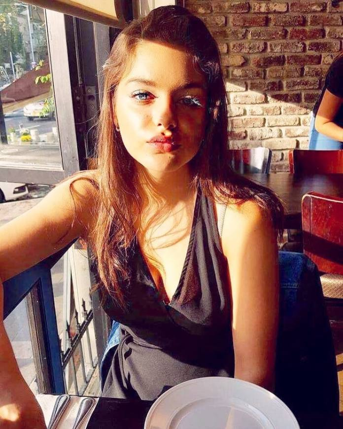 Odeya Rush Hottest Pictures (41 Photos)