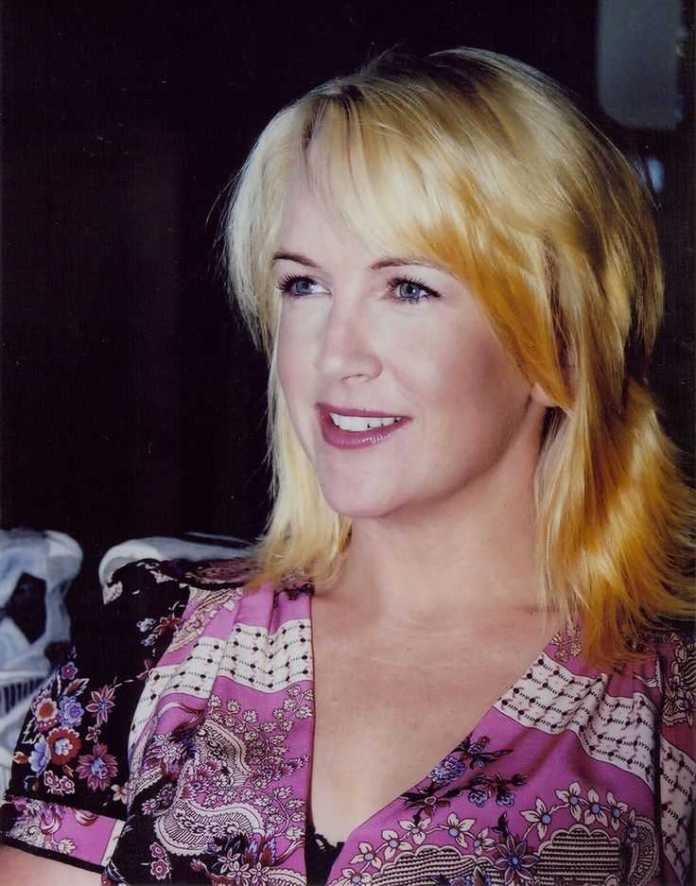 Renee O'Connor Hottest Pictures (41 Photos)
