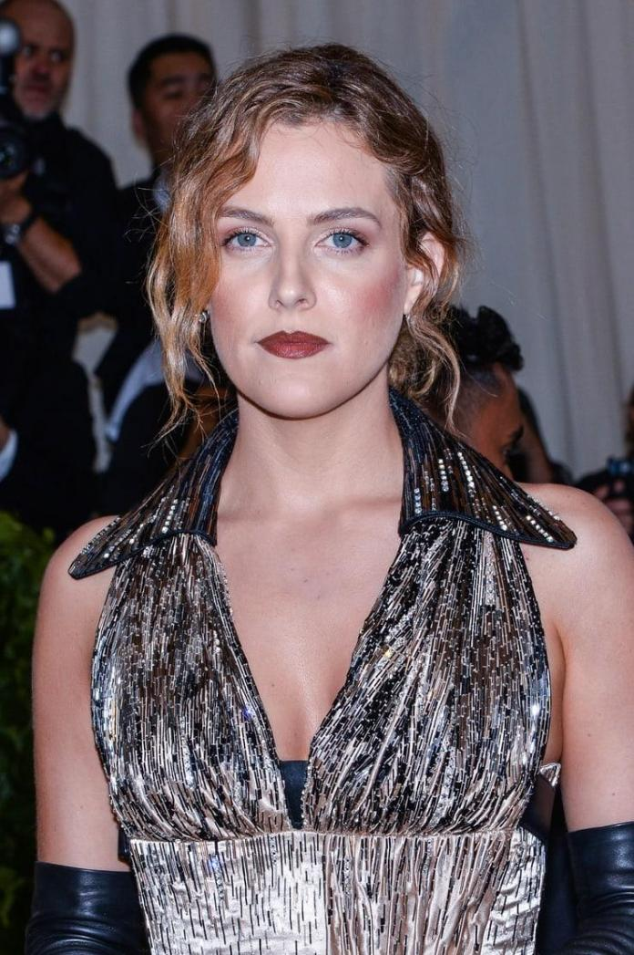 Riley Keough Hottest Pictures (41 Photos)
