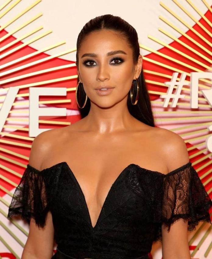 Shay Mitchell Sexiest Pictures (41 Photos)