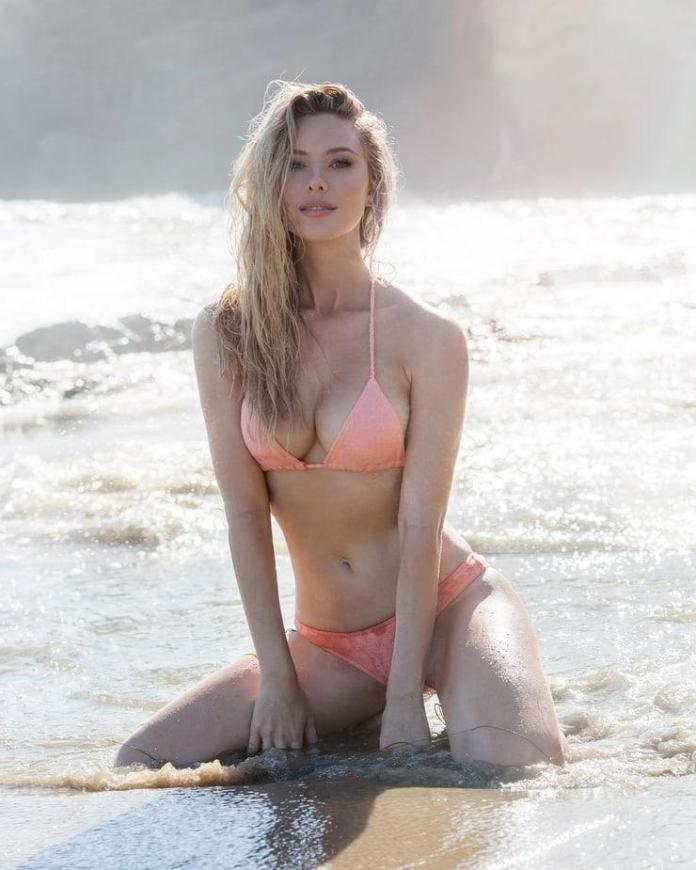 Tiffany Toth Sexiest Pictures (41 Photos)
