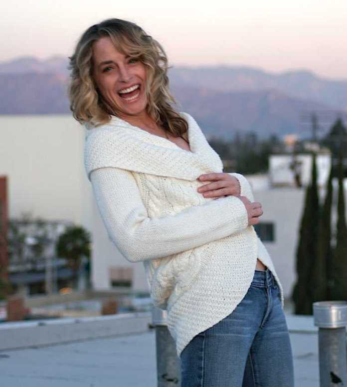 Amanda Wyss Sexiest Pictures (41 Photos)