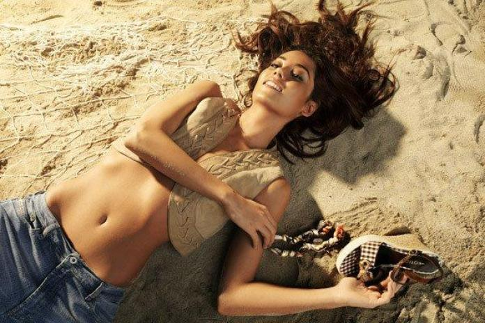 Cansu Dere Sexiest Pictures (41 Photos)