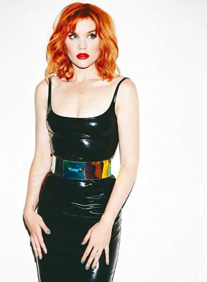 Emerald Fennell Hottest Pictures (28 Photos)