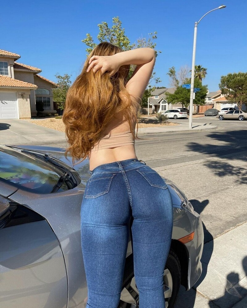 Hot Girls In Tight Jeans (35 Photos + 5 GIFs)
