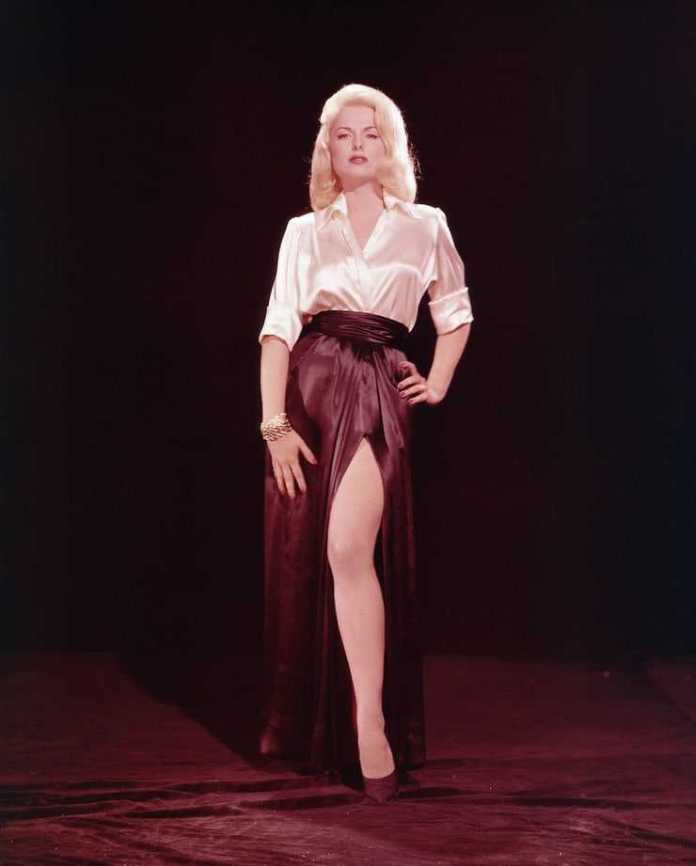 Martha Hyer Sexiest Pictures (39 Photos)