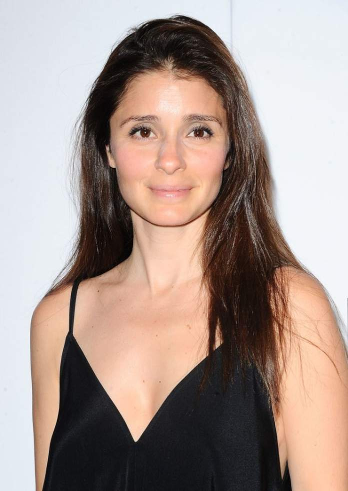 Shiri Appleby Sexiest Pictures (41 Photos)