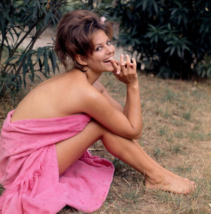 Claudia Cardinale Hot And Sexy Pictures (41 Photos)