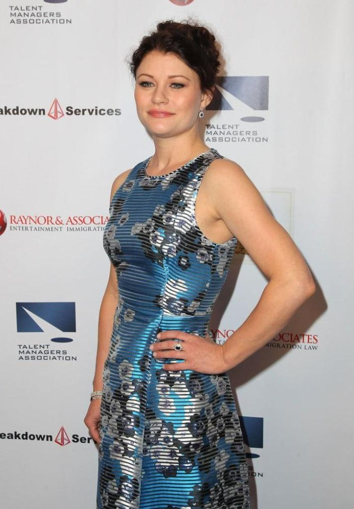 Emilie de Ravin Hot And Sexy Pictures (41 Photos)