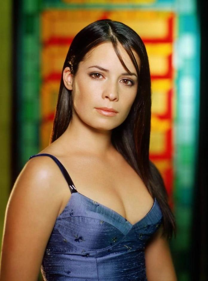 Holly Marie Combs Hot And Sexy Pictures (41 Photos)