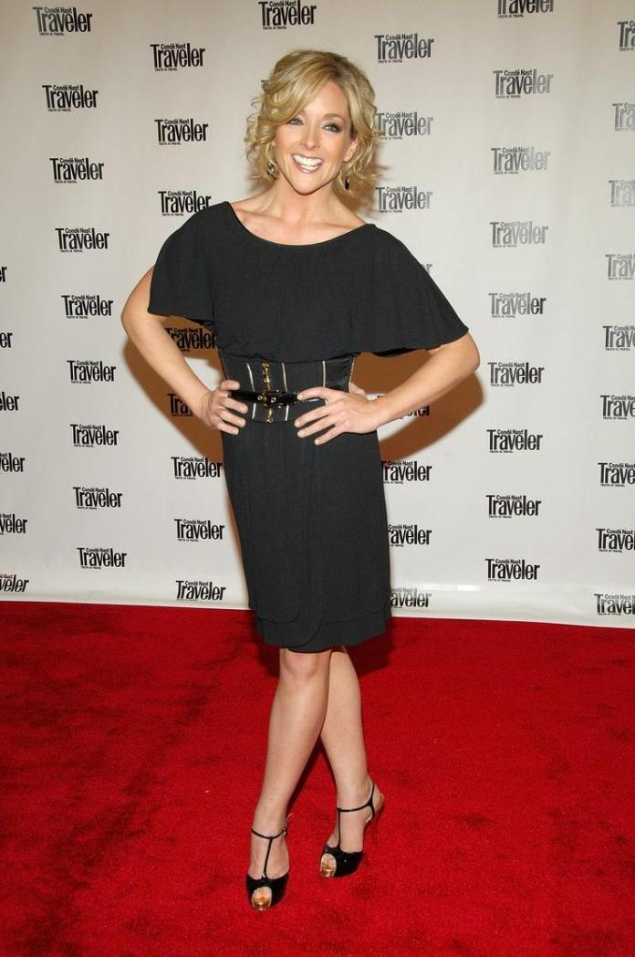 Jane Krakowski Hot And Sexy Pictures (41 Photos)