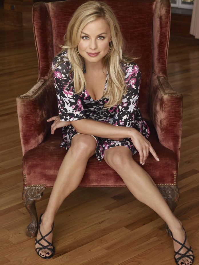Jessica Collins Sexiest Pictures (41 Photos)
