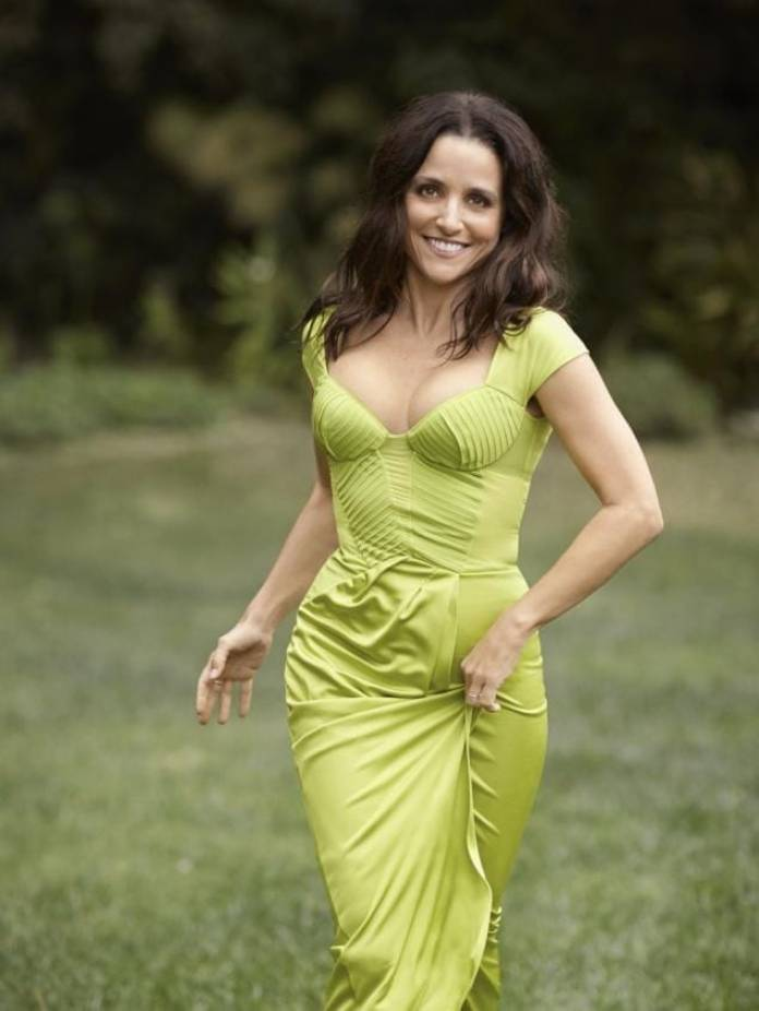 Julia Louis-Dreyfus Hot And Sexy Pictures (41 Photos)
