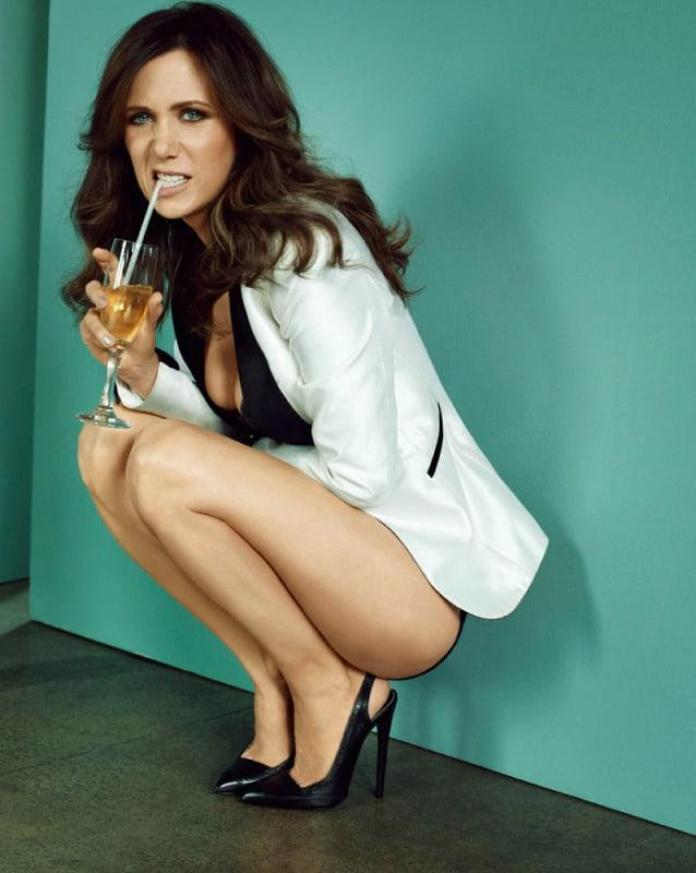 Kristen Wiig Hot And Sexy Pictures (41 Photos)