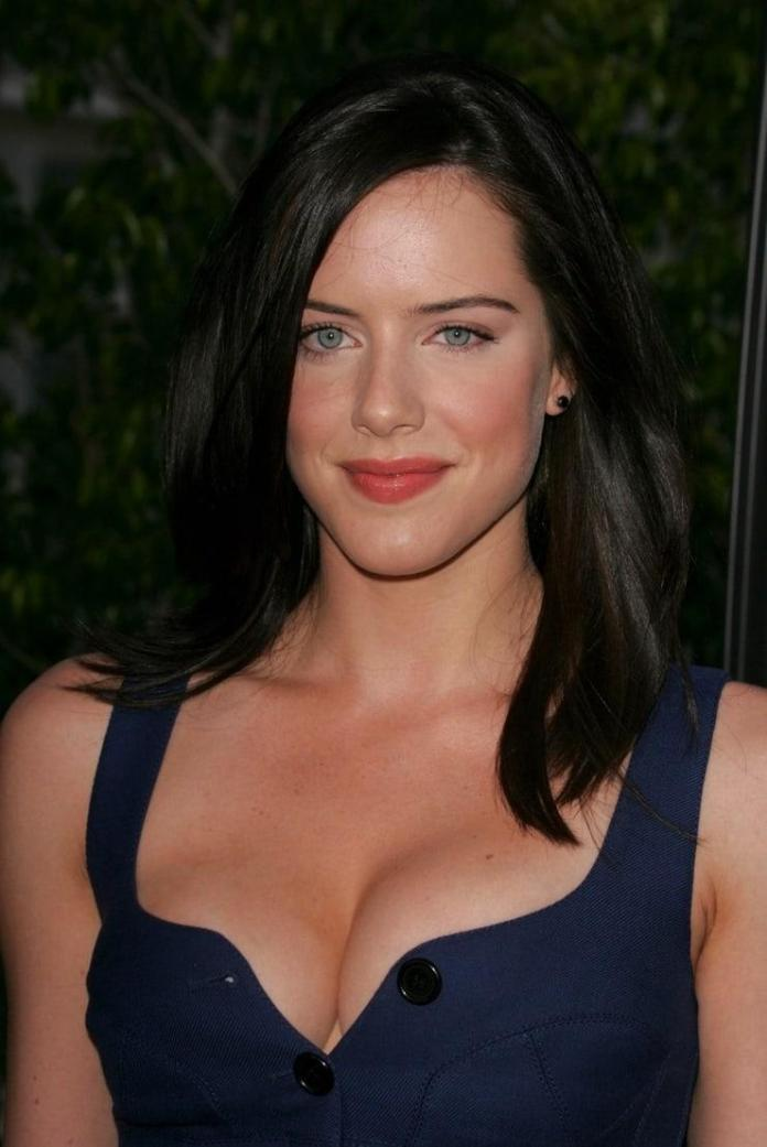 Michelle Ryan Hot And Sexy Pictures (41 Photos)