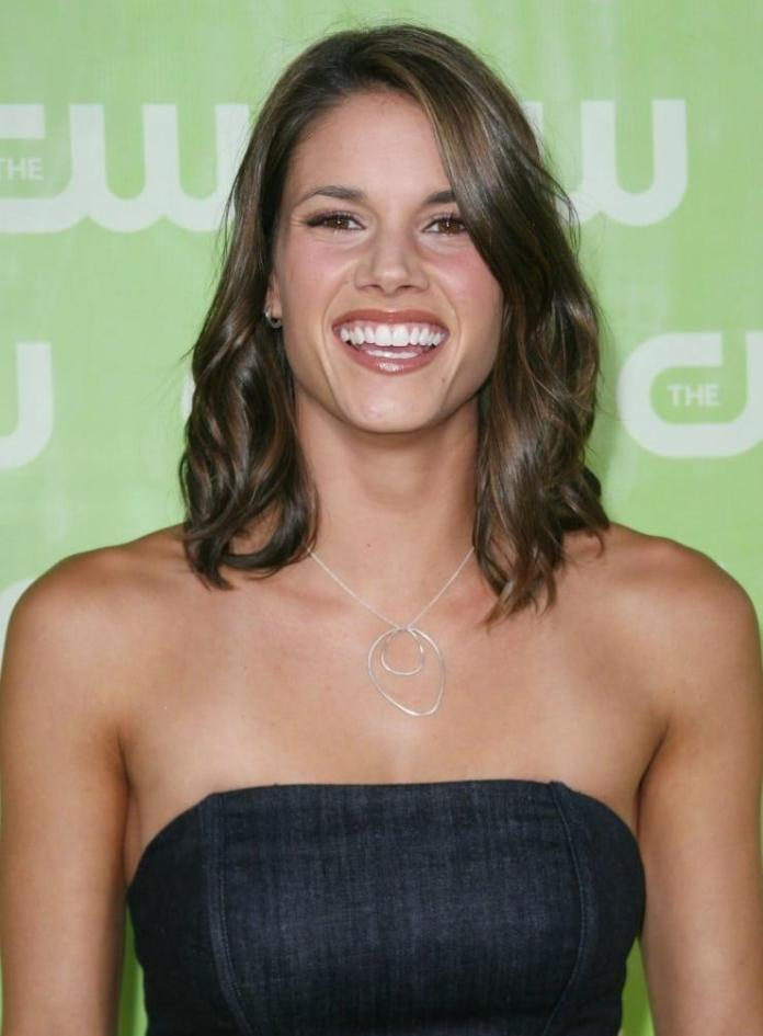 Missy Peregrym Hot And Sexy Pictures (41 Photos)