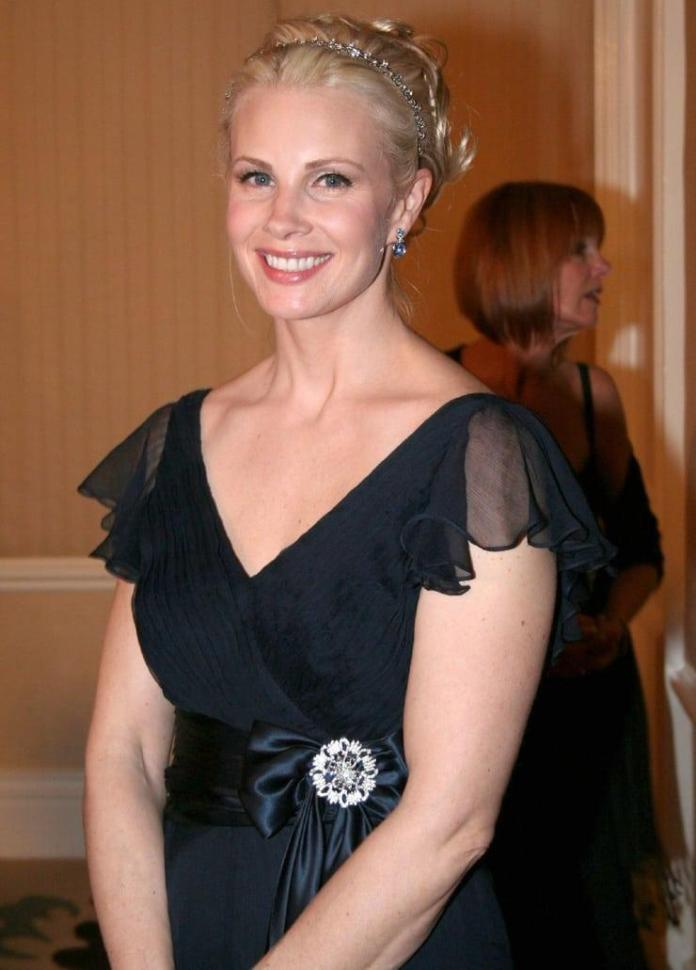 Monica Potter Hot And Sexy Pictures (41 Photos)