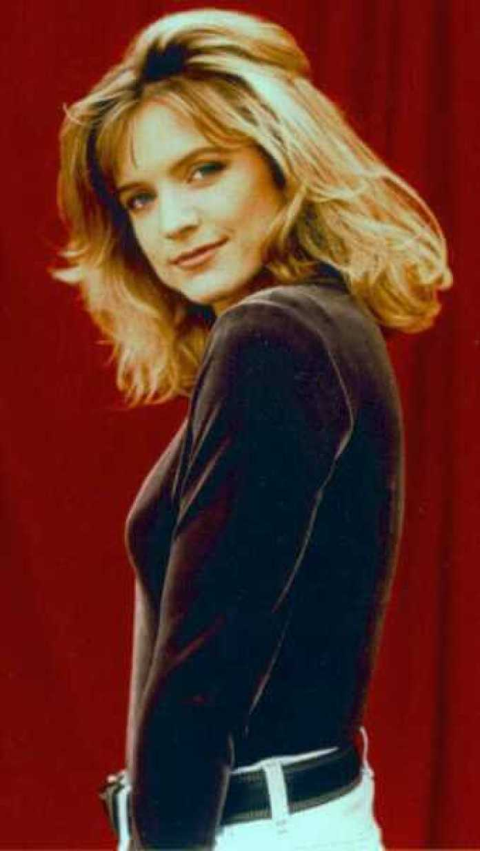 Courtney Thorne Smith Hot And Sexy Pictures (56 Photos)