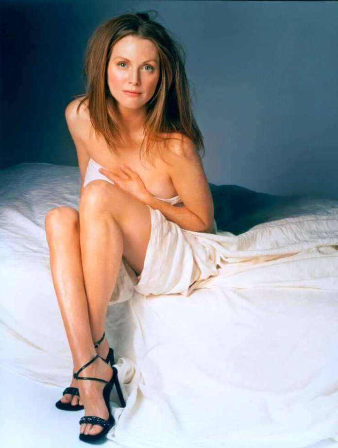 Julianne Moore Hot And Sexy Pictures (62 Photos)