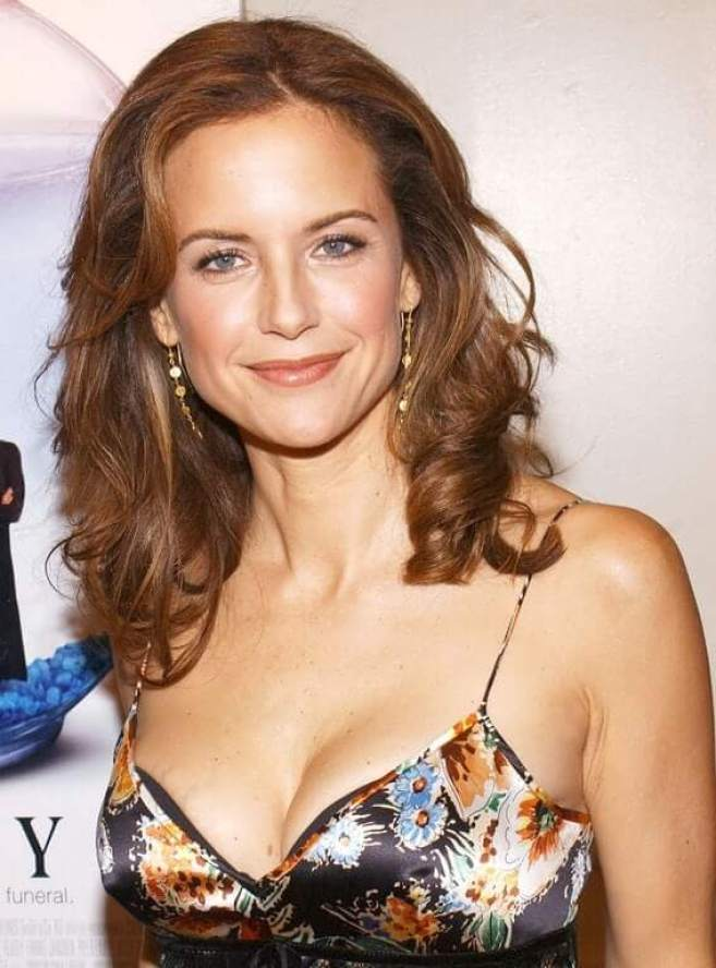 Kelly Preston Hot And Sexy Pictures (58 Photos)