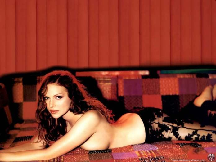Laura Prepon Hot And Sexy Pictures (62 Photos)