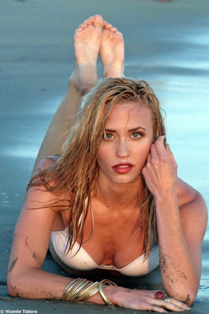 Aqueela Zoll Hottest Pictures (40 Photos)