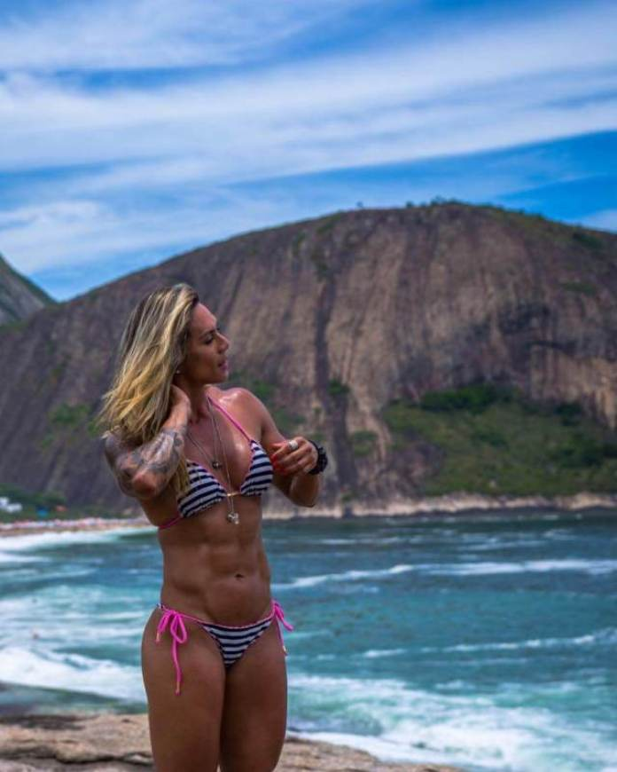 Carolinne Hobo Hottest Pictures (40 Photos)