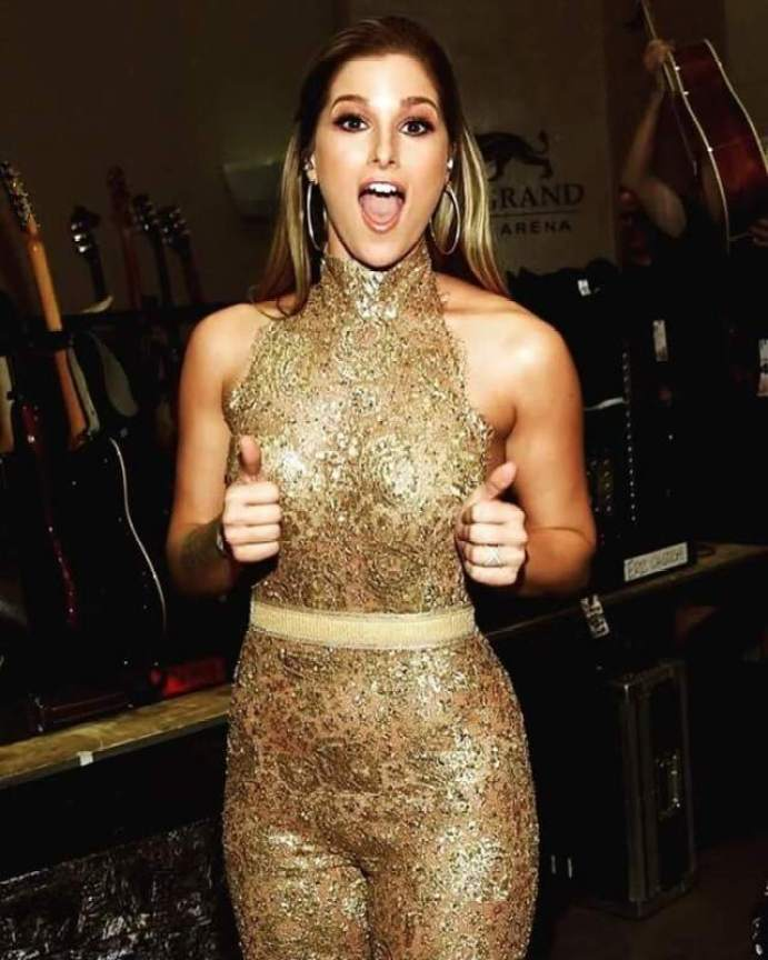 Cassadee Pope Hottest Pictures (40 Photos)