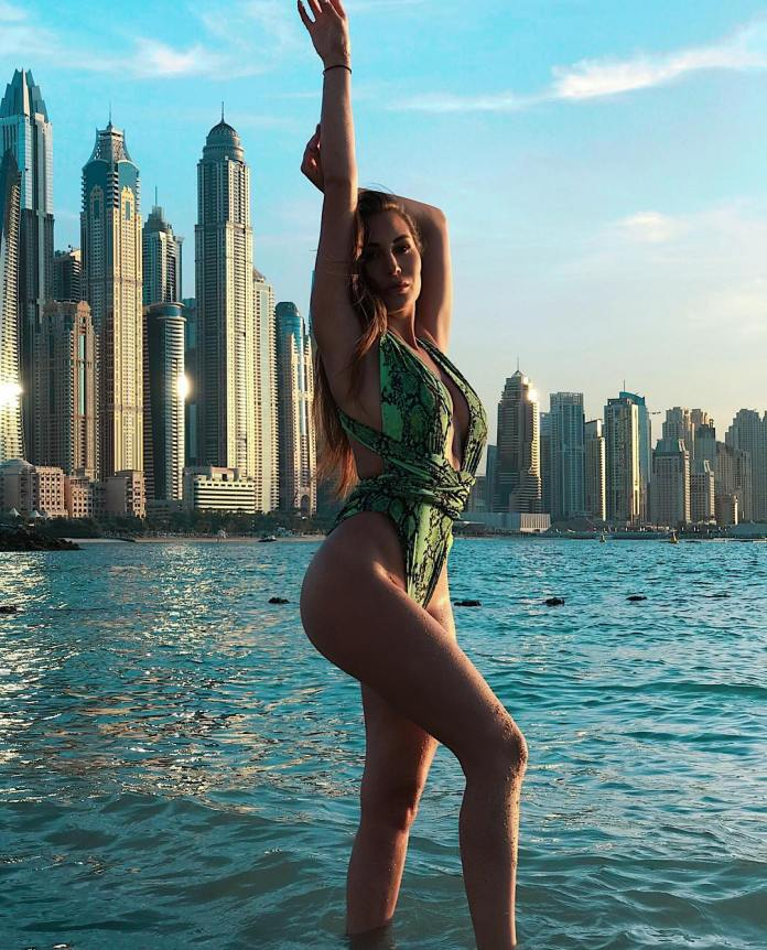 Chloe Goodman Sexiest Pictures (40 Photos)