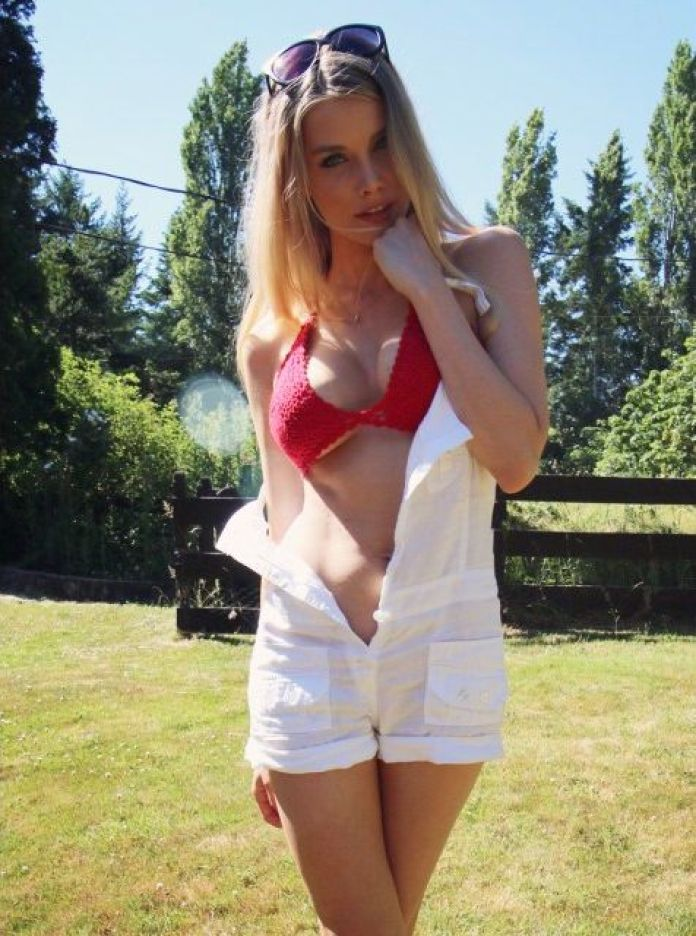 Emily Maddison Hottest Pictures (39 Photos)