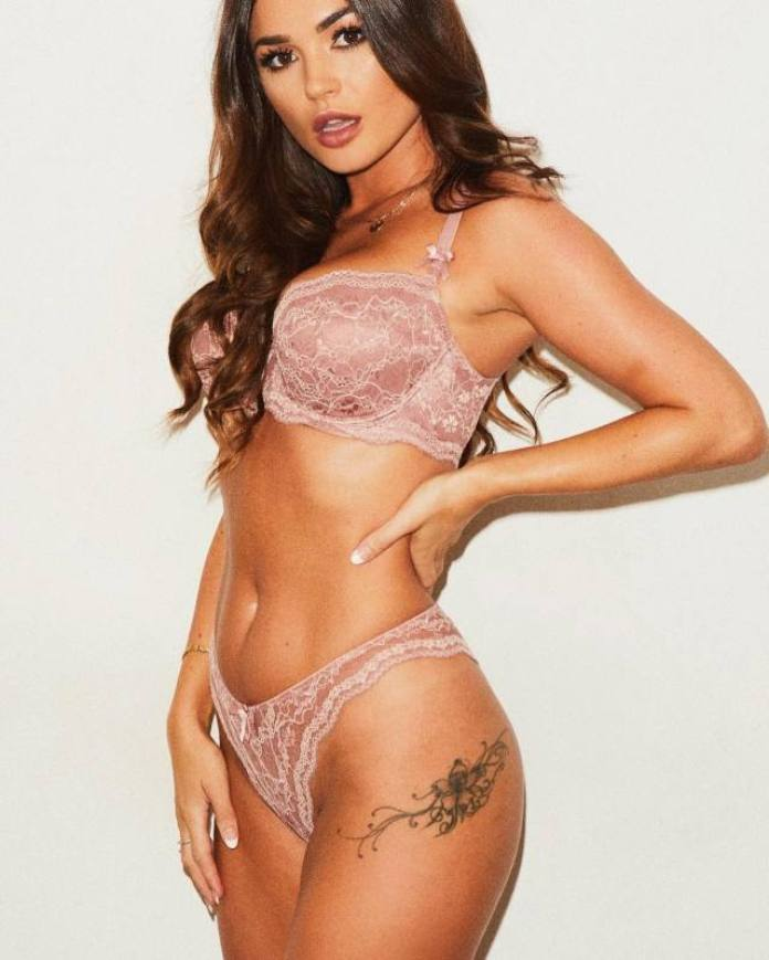 India Reynolds Hottest Pictures (40 Photos)
