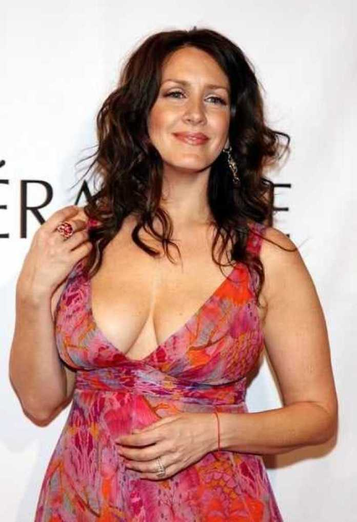 Joely Fisher Sexiest Pictures (40 Photos)