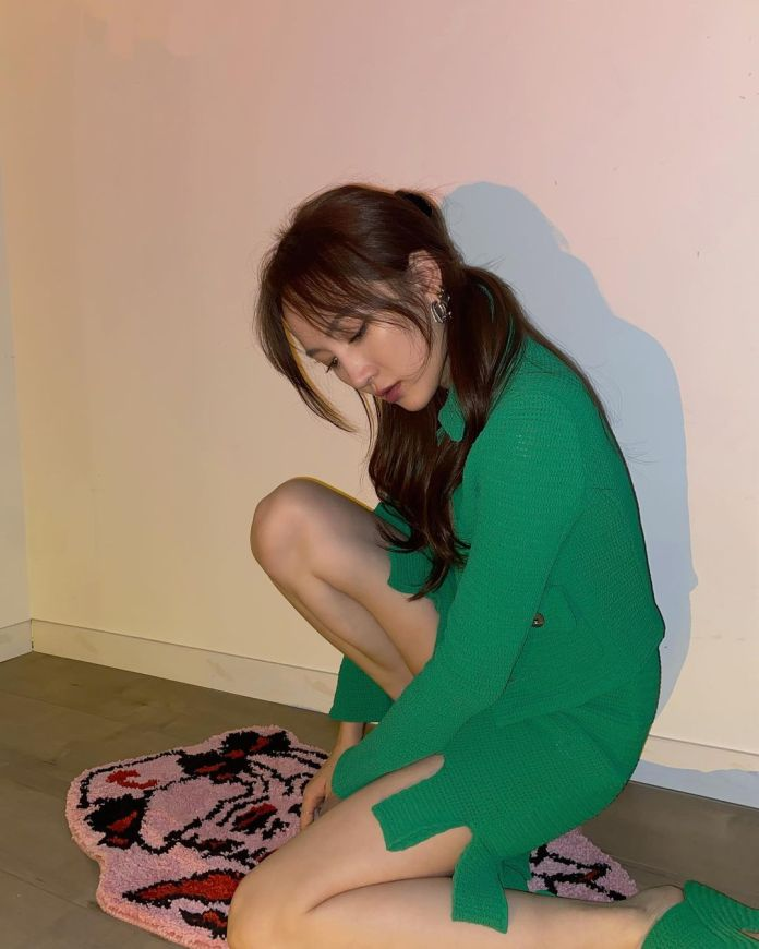 Meng Jia Hottest Pictures (40 Photos)